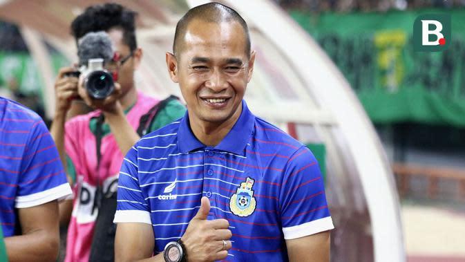 Kurniawan Dwi Yulianto, pelatih Sabah FA. (Bola.com/Aditya Wany)