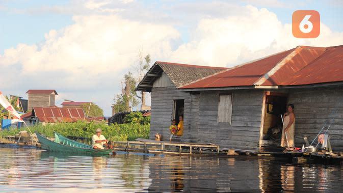 Desa Muara Enggelam termasuk kawasan terisolir di Kabupaten Kutai Kartanegara, Kalimantan Timur karena tidak memiliki akses darat sama sekali. (foto: Abdul Jalil)