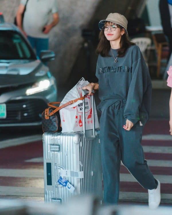 8 Gaya Kece Lisa BLACKPINK Ketika Berkunjung ke Thailand