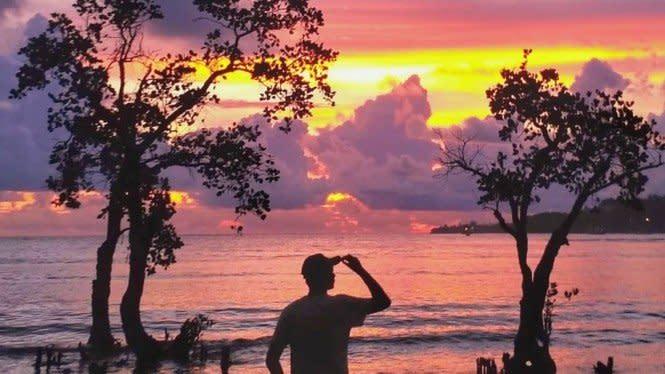 Menyapa Senja di Pantai Nirwana, Indahnya Sungguh Memukau