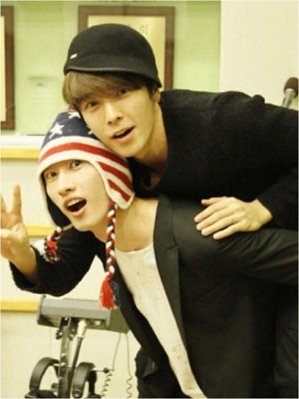 Donghae dan Eunhyuk (via kpopstarz.com)
