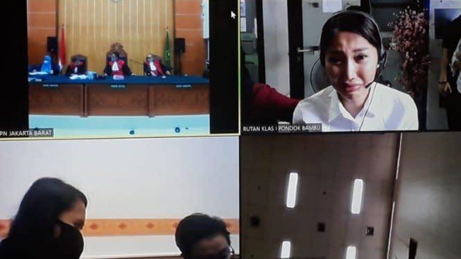 Dituntut 3 Tahun Penjara, Lucinta Luna Menangis Saat Sidang Virtual