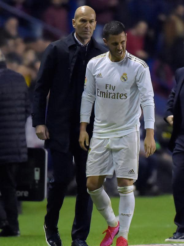 Pelatih Real Madrid, Zinedine Zidane, dan Eden Hazard. (AFP/Jose Jordan)