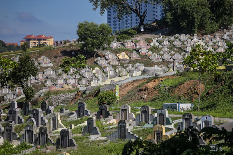 A general view of the Kwong Tong Cemetery devoid of visitors on Qingming Festival Day, in Kuala Lumpur, April 4, 2020. ― Picture by Hari Anggara