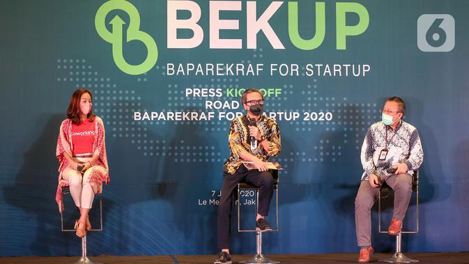 Plt. Deputi Bidang Ekonomi Digital dan Produk Kreatif Kemenparekraf Josua Simanjuntak (tengah) pada press kick off program BEKUP 2020, di Jakarta, Selasa (7/7/2020). Kemenparekraf, mengajak para startup pemula untuk bersama-sama memulihkan ekonomi kreatif. (Liputan6.com/Fery Pradolo)