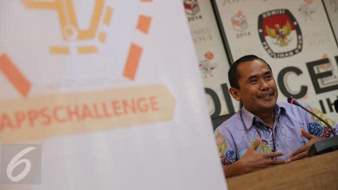 Ketua Perludem Didik Supriyanto menghadiri peluncuran aplikasi akses informasi pilkada serentak, Jakarta, Selasa (10/11/15). KPU meluncurkan aplikasi tersebut untuk membantu masyarakat mengetahui informasi seputar pilkada. (Liputan6.com/Faizal Fanani)