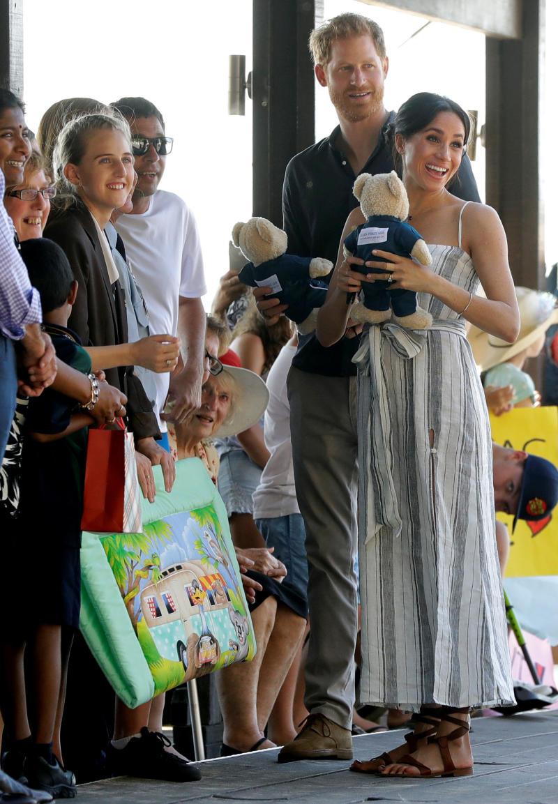 Royals in Fraser Island: Meghan Markle and Prince Harry meet Queenslanders.
