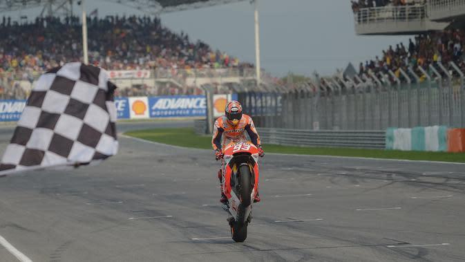 Marc Marquez masih membela tim Repsol Honda saat meraih gelar juara dunia MotoGP musim 2014. Marquez memecahkan rekor Casey Stoner setelah meraih 13 kali posisi pole. (AFP/Mohd Rasfan)