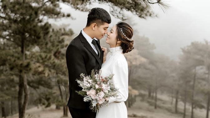 ilustrasi pasangan menikah/Photo by Trung Nguyen from Pexels
