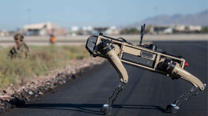 VIVA Militer: Robot Anjing Angkatan Udara Amerika Serikat