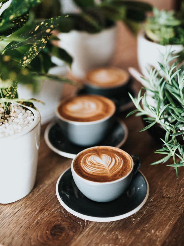 ilustrasi kopi yang mengandung kafein tinggi | unsplash.com/@nate_dumlao