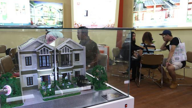 Pengunjung memadati stan Indonesia Property Expo (IPEX) 2018 di Jakarta Convention Centre (JCC), Jakarta, Sabtu (3/3). PEX 2018 merupakan pameran yang digelar dalam rangka menyambut HUT ke-68 Bank BTN pada 9 Februari mendatang. (Liputan6.com/Angga Yuniar)