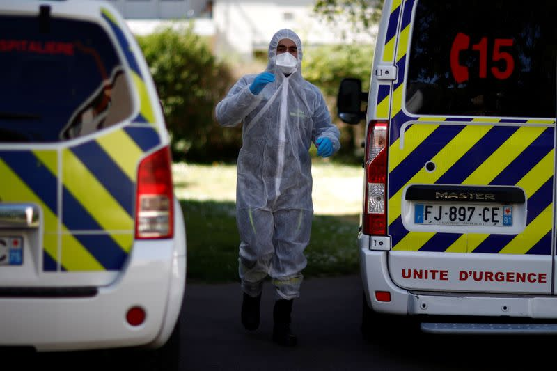 French daily coronavirus infection rate back to lockdown levels