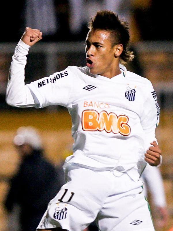 Rambut Neymar saat berkostum klub asal Brasil, Santos FC.