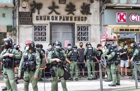 Police carry out ID check on Johnston Road in Wan Chai. Photo: Jack Lau