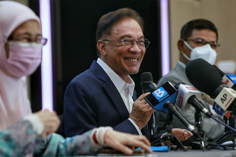 PKR president Datuk Seri Anwar Ibrahim claims that he had garnered 'formidable and convincing' support from among Umno MPs to form a new government. — Picture by Ahmad Zamzahuri