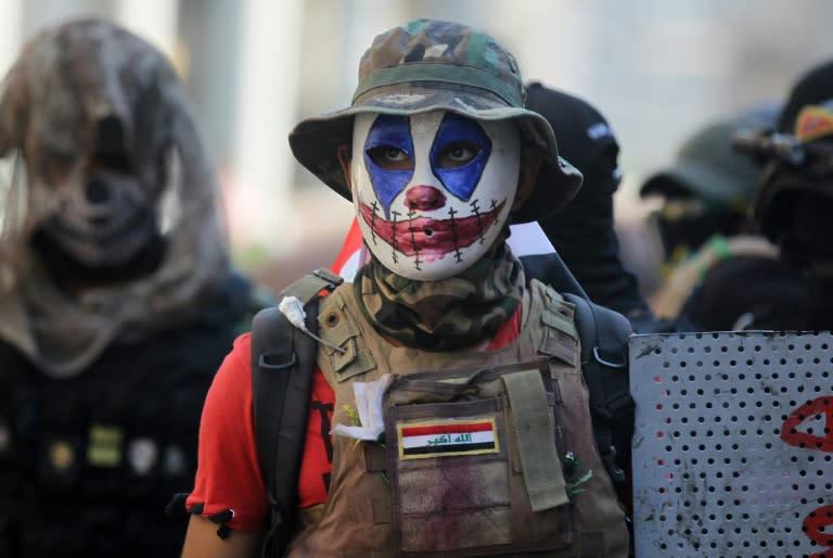 Anti-government protesters confront Iraqi security forces near Baghdad's Al-Ahrar bridge on November 22, 2019