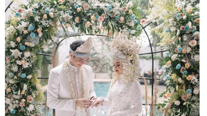 Momen pernikahan Dinda Hauw dan Rey Mbayang. (sumber: Instagram.com/rey_mbayang)