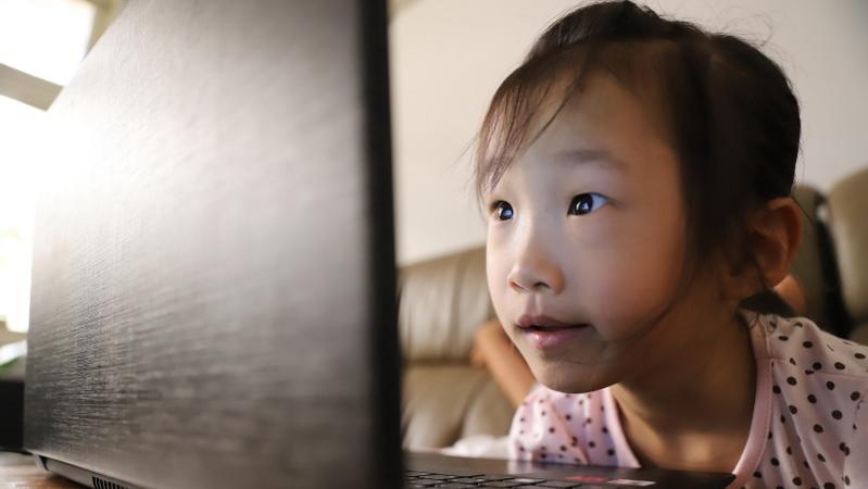 暑假瘋玩3C,你家小孩一天使用3C產品多久?