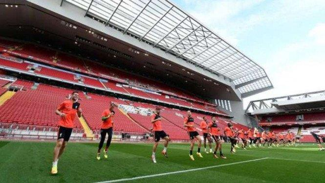 Tak Sabar, Fans Liverpool Beli Truk Seharga Rp4 M dan Gelar Pawai