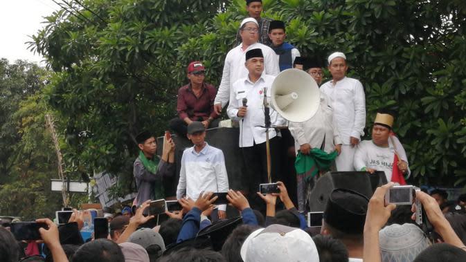Aksi Bupati Tangerang Tenangkan Demo Santri soal Truk Tanah