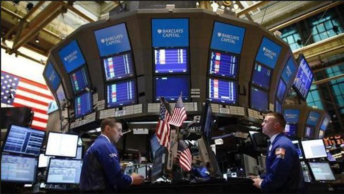 Reaksi pasar negatif terhadap penyelesaian utang Yunani membuat indeks saham Dow Jones merosot 348,66 poin ke level 17.598.