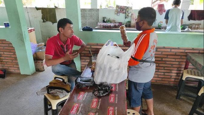 Luar Biasa, Bocah SD Ini Jualan Snack Keliling Usai Orangtuanya Kena PHK