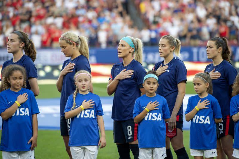 Tim sepak bola putri AS sembunyikan logo federasi  nasional sebagai protes