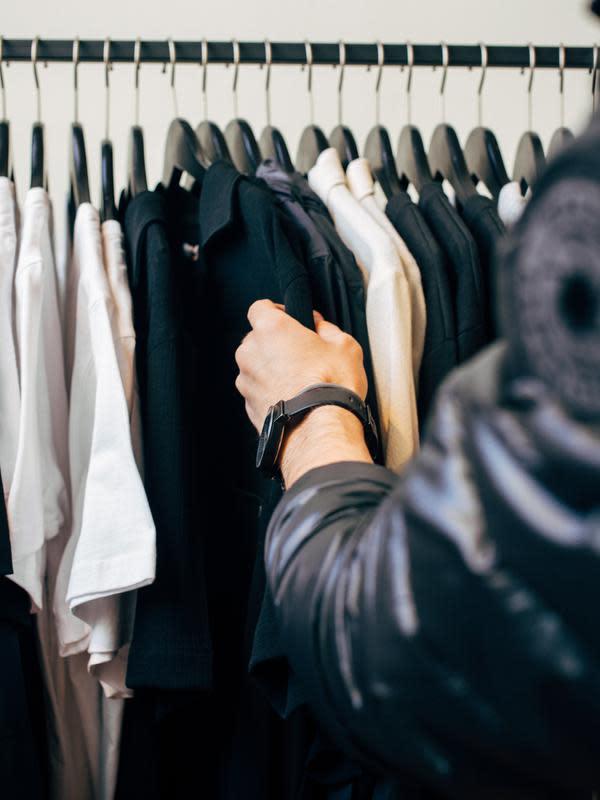 Ilustrasi lemari pakaian (Photo by Charles P/on Unsplash)