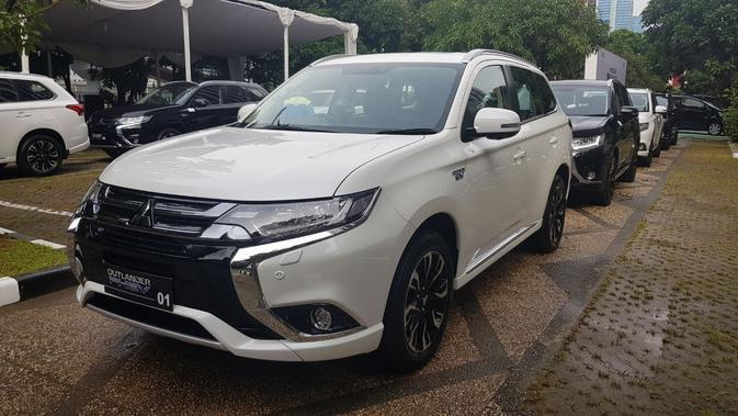 Mitsubishi serahkan 10 mobil listrik kepada Indonesia (Herdi/Liputan6.com)
