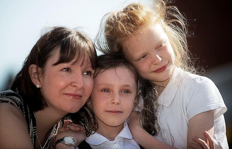 """Manchester UK schoolgirl Scarlett Langton, centre, pictured with mum Claire and sister Ebony, """"died"""" for six minutes while suffering a severe asthma attack condition called Bronchospasm. Source: Australscope"""