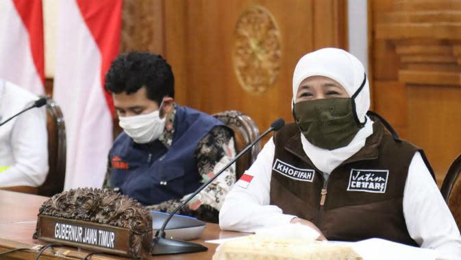 Konferensi pers perkembangan kasus virus corona baru yang memicu COVID-19 di Gedung Grahadi, Rabu (29/4/2020) (Foto: Liputan6.com/Dian Kurniawan)