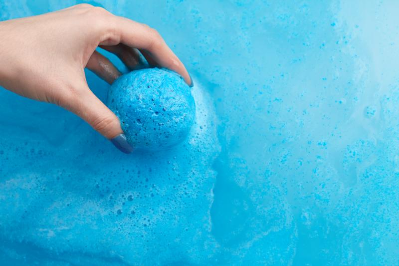 The warning comes after a man pranked his partner by adding blue dye to her bath. (Getty Images)