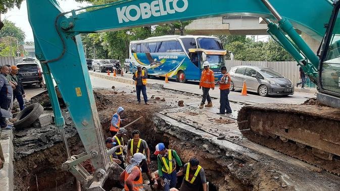 Jalan ambles di Daan Mogot diperbaiki. (Foto: Istimewa)