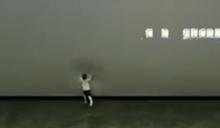 陸男童「發狂踹打」電影螢幕 77萬瞬間報銷影廳怒報警