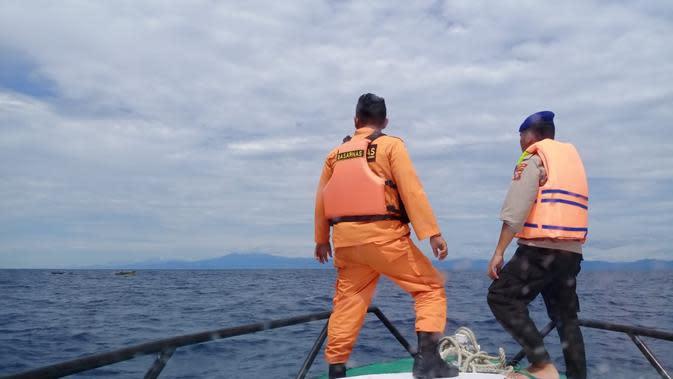 Enam nelayan Gorontalo selamat usai 15 jam terapung di tengah laut. (Foto: Liputan6.com/Basarnas/Arfandi Ibrahim)