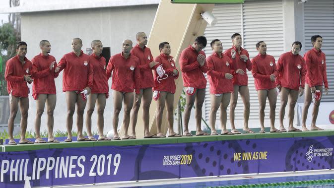 Para pemain polo air Indonesia bersiap sebelum melawan Malaysia pada laga SEA Games 2019 di Aquatic Center, Clark, Jumat (29/11). Indonesia berhasil meraih emas perdana dari cabang polo air. (Bola.com/M Iqbal Ichsan)