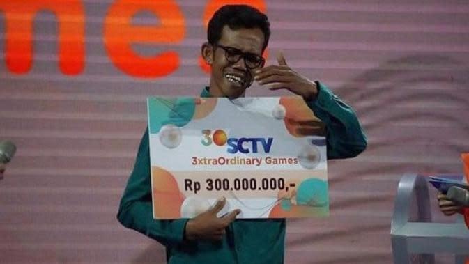 Tangis Haru Penjual Telur Gulung Asal Tuban Dapat Rp300 Juta di Puncak HUT SCTV