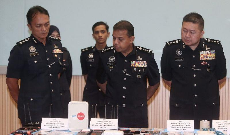 Johor police chief Datuk Ayob Khan Mydin Pitchay (centre) and his deputy Datuk Khaw Kok Chin (right) during a press conference at the state police contingent headquarters today. — Picture by Ben Tan