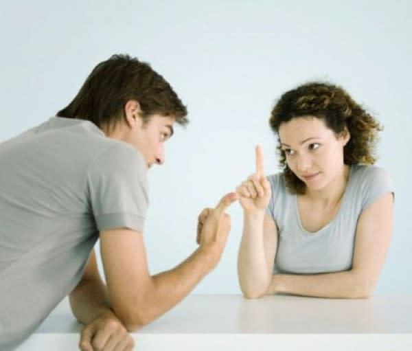 Punya Pasangan Terlalu Humoris, 5 Masalah Ini Pasti Sering Terjadi