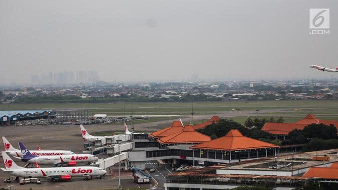 Pesawat maskapai Lion Air terparkir di areal Bandara Soekarno Hatta, Tangerang. (Liputan6.com/Faizal Fanani)