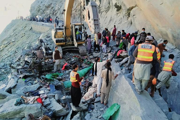 Bus crash kills 16 in northern Pakistan: officials