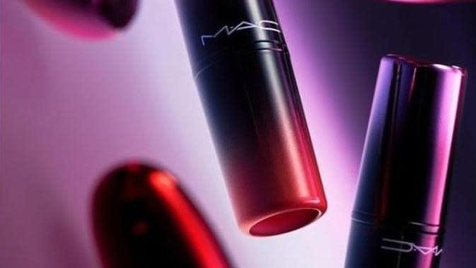 Formula lembut nan intens mampu menghadirkan kesan bibir yang tampak sehat.