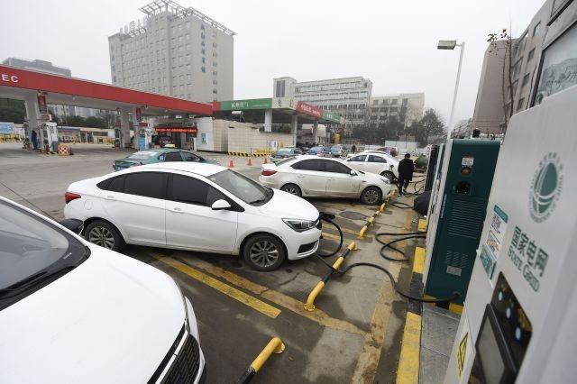 China to target quarter of vehicle sales to be electric by 2025
