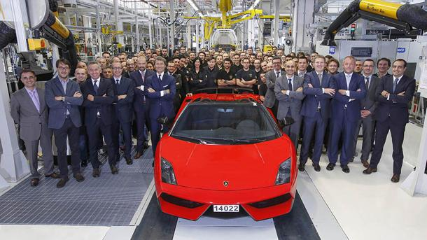 Last Lamborghini Gallardo charges from factory to history