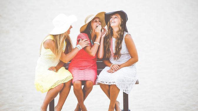 Ilustrasi tertawa bersama teman. (Pixabay)