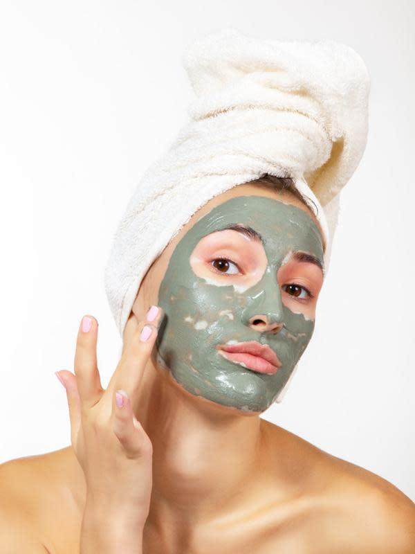 ilustrasi cara membuat masker wajah dari sayuran yang cukup unik dan bisa mencerahkan wajah/Tuzemka/shutterstock