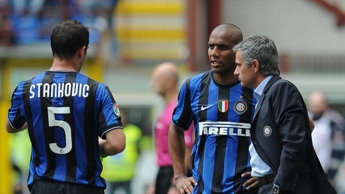 Dejan Stankovic dan Jose Mourinho ketika masih berada di Inter Milan. (AFP/Alberto Pizzoli)