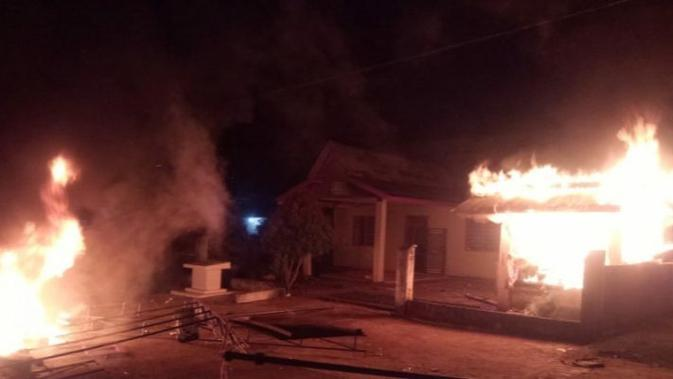 Mencari Dalang Pembakaran Posko Covid-19 di Merangin Jambi