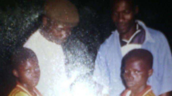 Thomas Partey bersama ayah dan saudaranya.